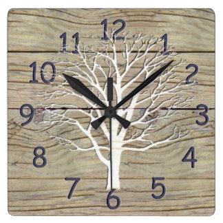 Driftwood resistido con las ilustraciones del reloj cuadrado