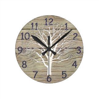 Driftwood resistido con las ilustraciones del reloj redondo mediano