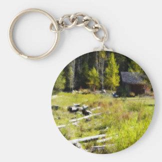 Driftwood y cabina en otoño llavero