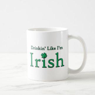 Drinkin como soy irlandés taza básica blanca