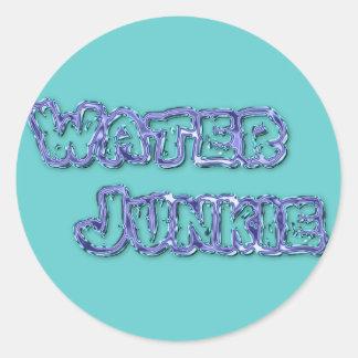 Drogadicto 1 del agua pegatina redonda