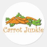 Drogadicto de la zanahoria etiqueta redonda