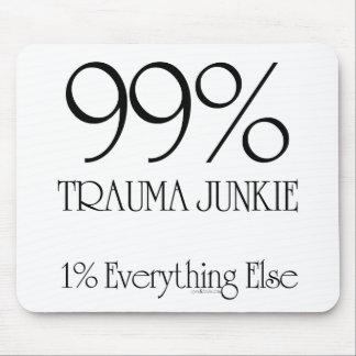 Drogadicto del trauma del 99% alfombrillas de raton