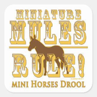 Drool miniatura de los caballos de la regla de las colcomanias cuadradas