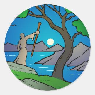 Druida y salida de la luna pegatina redonda