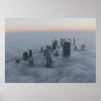 Dubai sobre las nubes póster