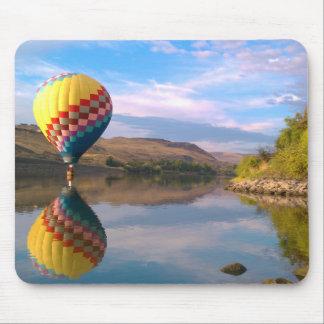Dubble RAINBOW.  Hotair balloon on the snake river Mouse Pad