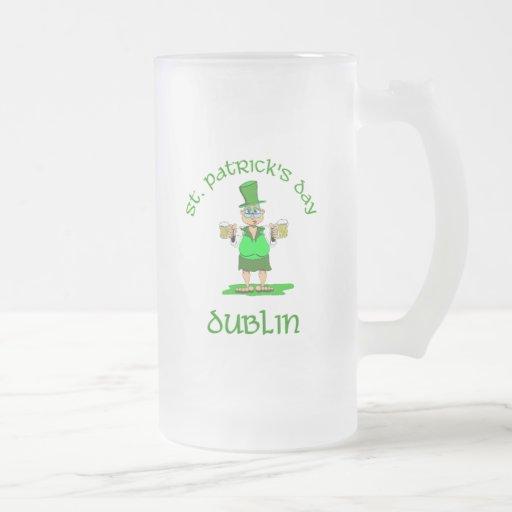 ~ Dublín del día del St Patricks Jarra De Cerveza Esmerilada