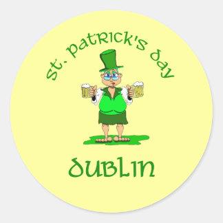 ~ Dublín del día del St Patricks Pegatina Redonda