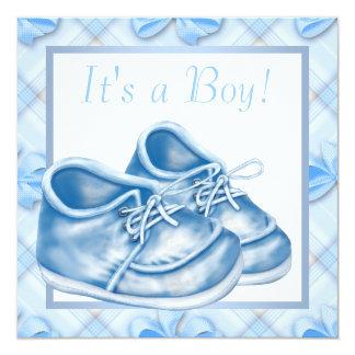"""Ducha azul y blanca del muchacho de los zapatos de invitación 5.25"""" x 5.25"""""""