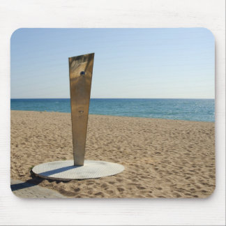 Ducha metálica en la playa vacía, costa Brava, Esp Alfombrillas De Ratones