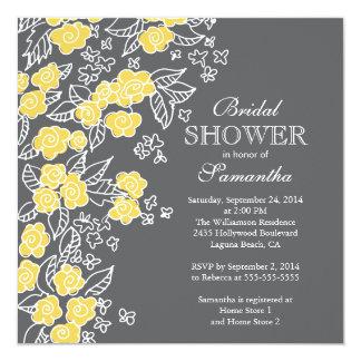 """Ducha nupcial bonita de las flores gris moderno y invitación 5.25"""" x 5.25"""""""