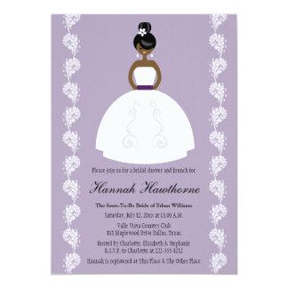 Ducha nupcial de la novia bonita afroamericana de anuncio