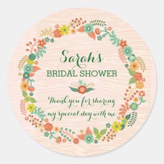 Ducha nupcial del boda de la guirnalda floral pegatina redonda