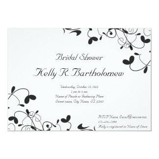 """Ducha nupcial del Flourish floral blanco negro Invitación 5"""" X 7"""""""