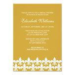 Ducha nupcial del oro y de la flor de lis blanca invitación 12,7 x 17,8 cm