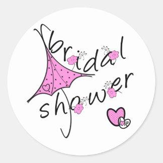 Ducha nupcial del paraguas rosado pegatina redonda
