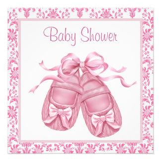 Ducha rosada de la niña de los botines del satén d invitación personalizada