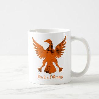 Duck un naranja del l taza básica blanca