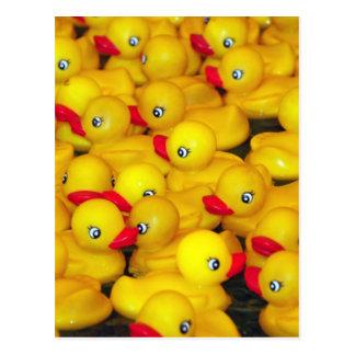 Duckies de goma amarillos lindos tarjetas postales