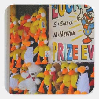 Ducky afortunado de los días del carnaval calcomanía cuadradase