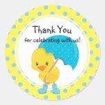 Ducky con la fiesta de bienvenida al bebé del pegatina redonda