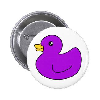 Ducky de goma púrpura pin redondo 5 cm