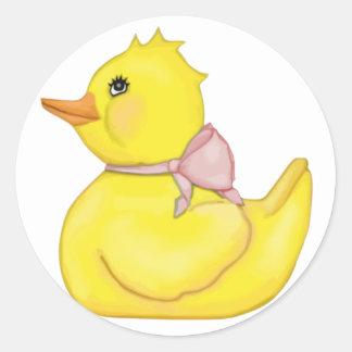 Ducky querido con la cinta rosada pegatina redonda