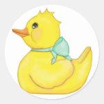 Ducky querido con la cinta verde pegatinas redondas