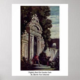 Duelo nocturno en la puerta de jardín por Moritz V Poster