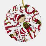 Duende con el ornamento del navidad del bastón de ornamento para reyes magos