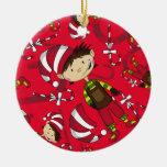 Duende con el ornamento del navidad del bastón de ornatos
