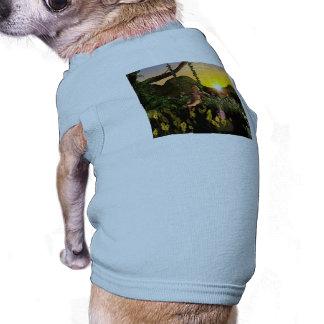 Duende en un oscilación ropa perro