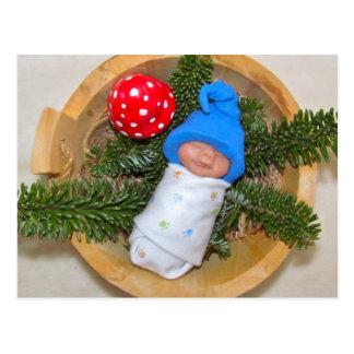 Duende lindo del bebé en pino con Toadstool: Arcil Postales