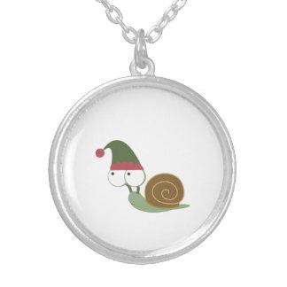 Duende lindo del navidad del caracol collar plateado