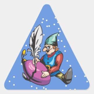 Duende que adorna el ornamento del navidad pegatina triangular