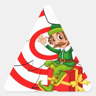 Duende y navidad pegatina triangular