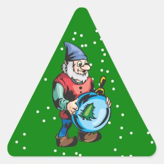 Duende y ornamento azul del navidad pegatina triangular