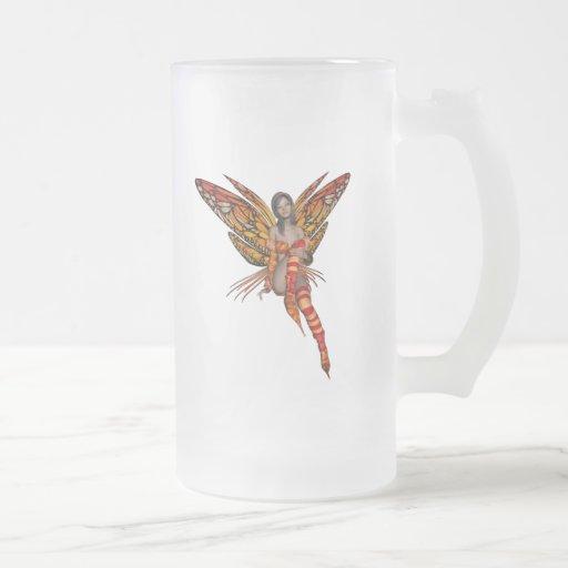 Duendecillo anaranjado de la mariposa de monarca taza de cristal