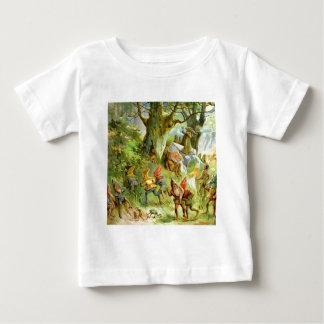 Duendes y gnomos en el bosque mágico oscuro camiseta