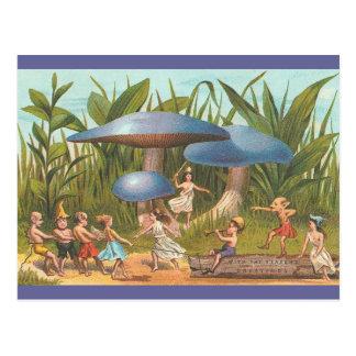 Duendes y hadas en postal de la tierra de la seta