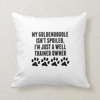 Dueño bien entrenado de Goldendoodle Cojin
