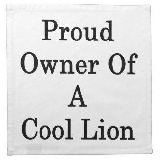 Dueño orgulloso de un león fresco servilletas