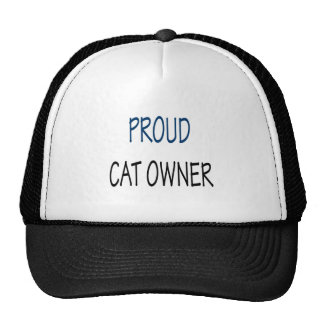 Dueño orgulloso del gato gorras