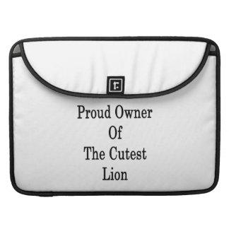 Dueño orgulloso del león más lindo fundas macbook pro