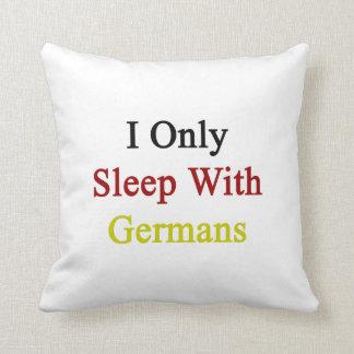 Duermo solamente con los alemanes almohada