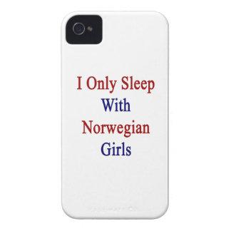 Duermo solamente con los chicas noruegos Case-Mate iPhone 4 protector