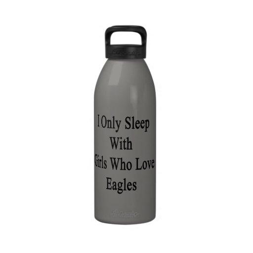 Duermo solamente con los chicas que aman a Eagles Botella De Agua Reutilizable