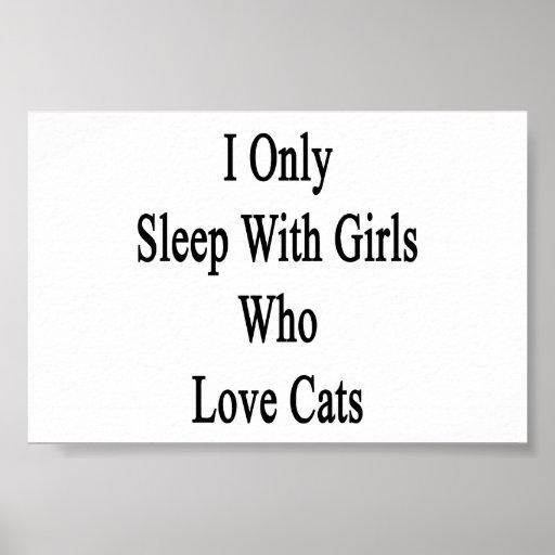 Duermo solamente con los chicas que aman gatos poster