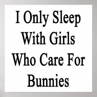 Duermo solamente con los chicas que cuidan para lo posters